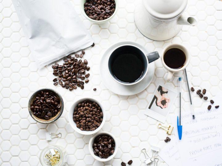 コーヒーをコーヒーの味にしているものは?